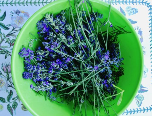 Lavender blossoms in a green bowl